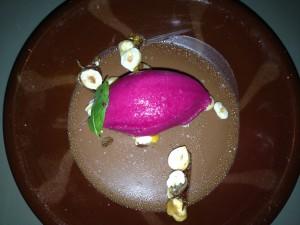 Dessert Sjokoladepudding med rødbetsorbet