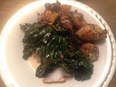 Hovedrett Breiflabbkjake med brent 'spinat' og poteter