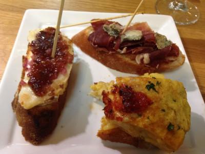 Pintxos nr 1-3 Omelett med aioli og tomat, jamon iberico og cabrales og chevre med løkmarmelade