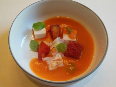 Pre-rett Ferskengazpacho med scampi og tofu
