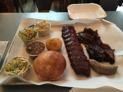 Texas Barbecue: Baby back rib, beef brisket, pulled pork og pølse