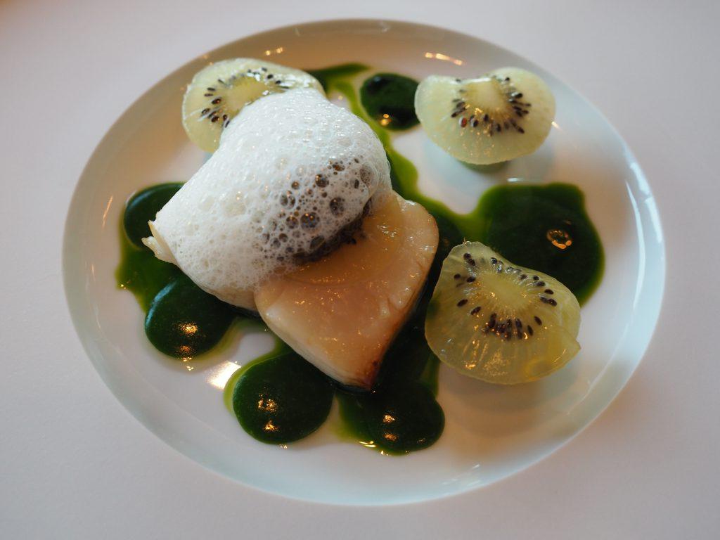 Kamskjell, kiwi og guacamole