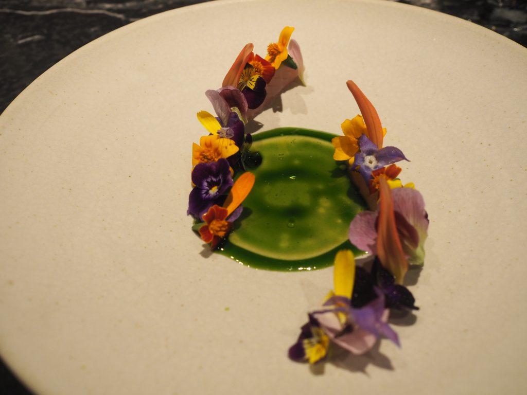 Makrell, blomster og ramsløk