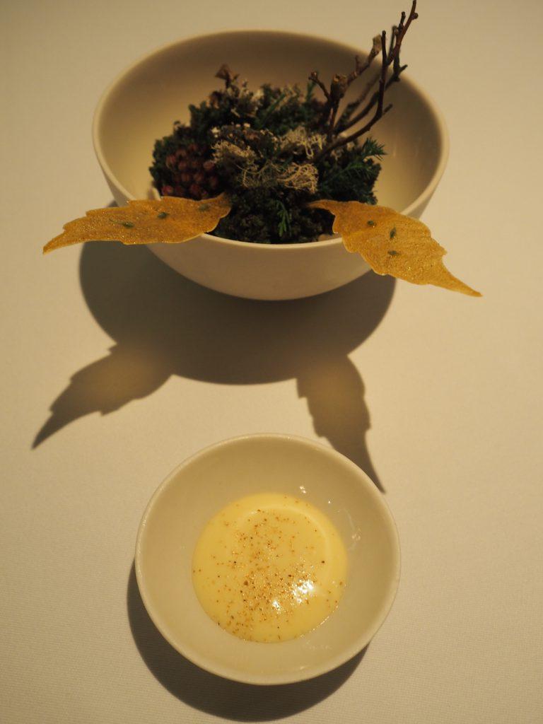 Blader på jordskokk med valnøttolje og rugeddik