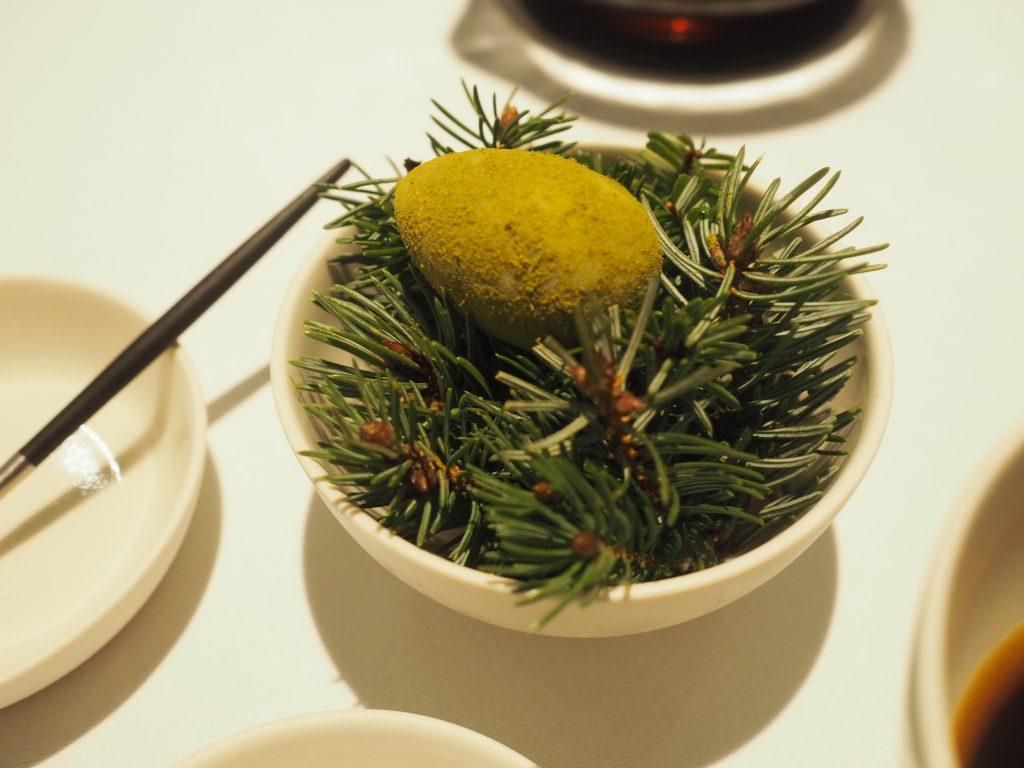 Grønt egg med granbar