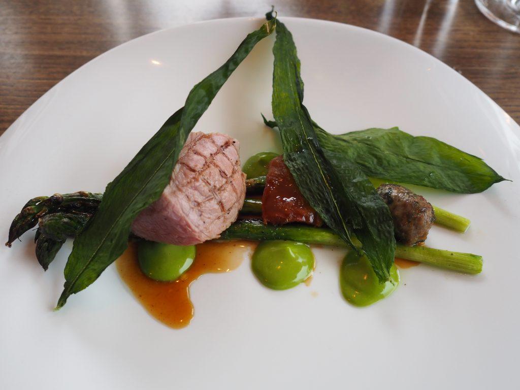 Lam, asparges, ramsløk og persille