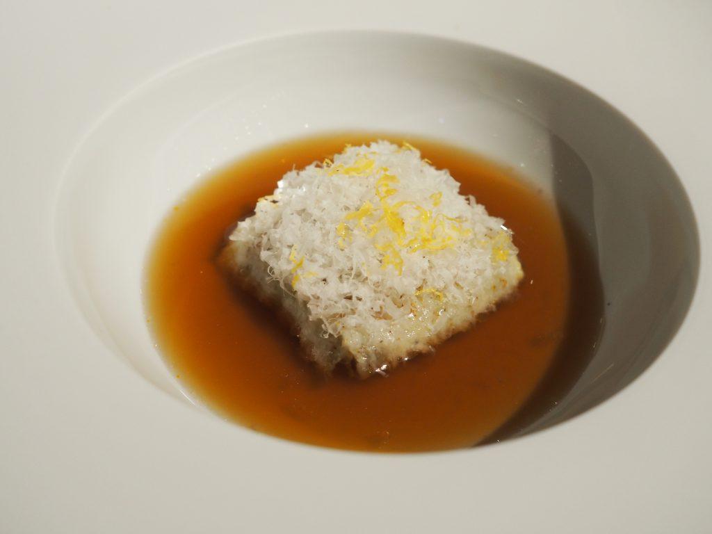 Kålravioli med paresam, muskat og Amalfi-sitron