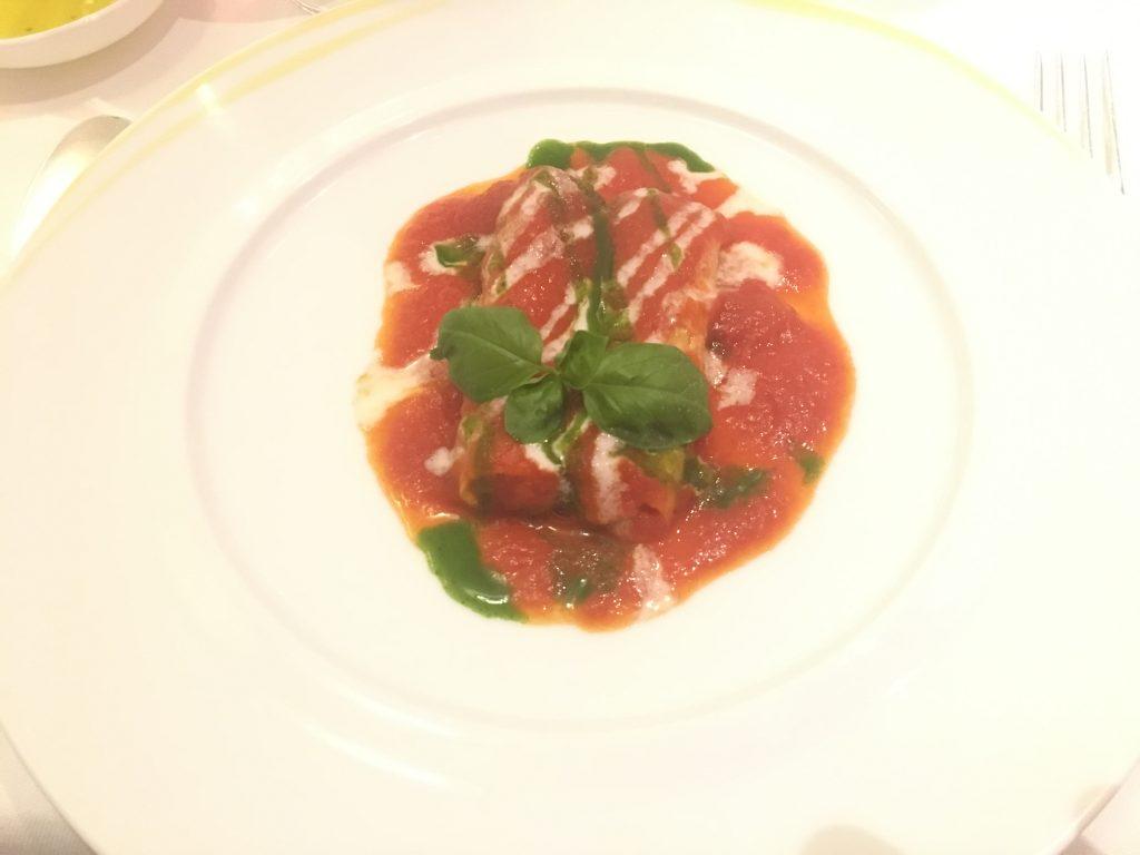 Cannelloni, tomat, mozzerella og basilikum
