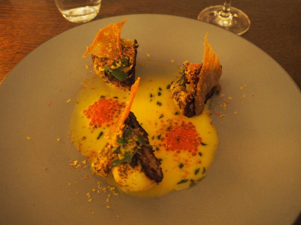 Blomkål, smør, rogn og kyllingskinn