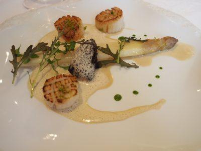 Kamskjell, asparges og morkel