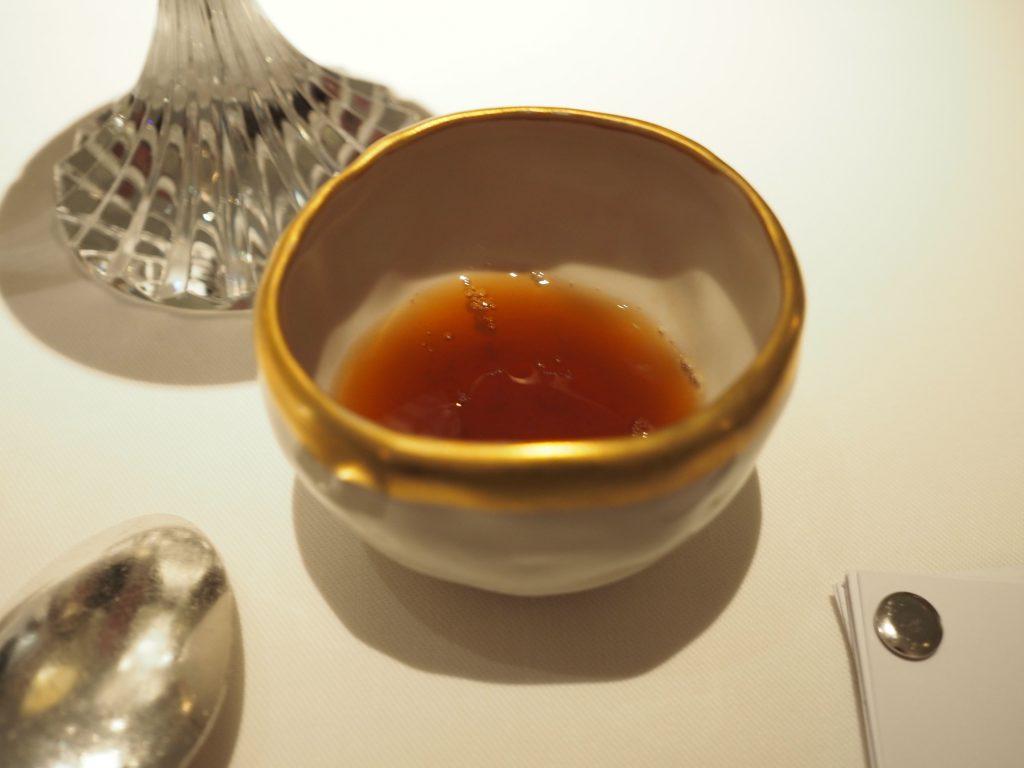 ... servert med Lapsang Souchong te