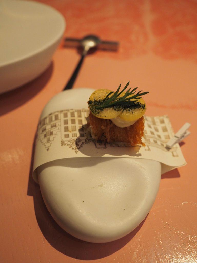 Amuse-bouche, potet, kremost og makrell
