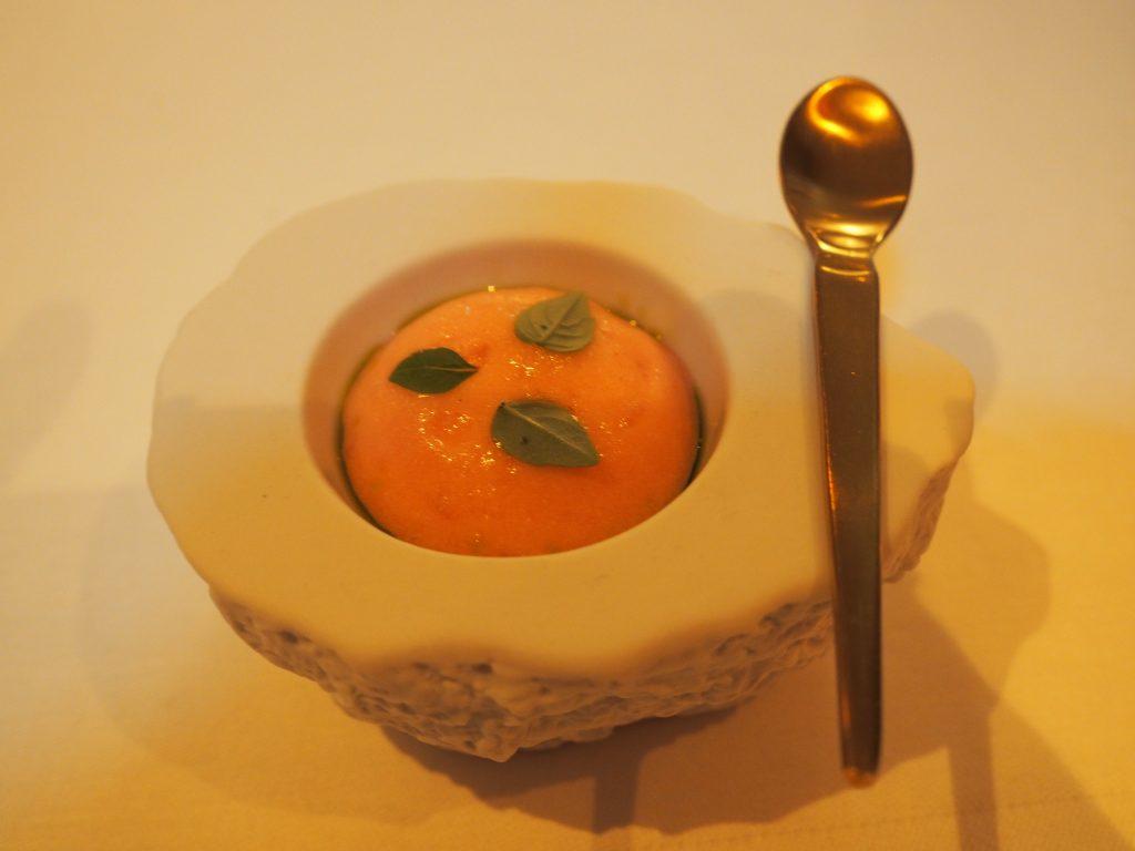Amuse-bouche: pimiento de padron, tomat og fennikel