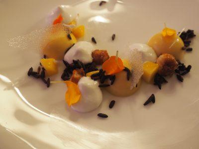 Mangopudding, sticky rice og kokoskrem
